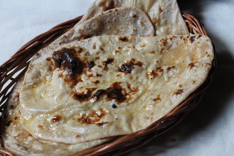Tandoori Roti Recipe / Tandoori Roti on Stove Top