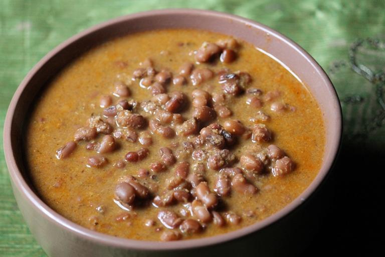 Karamani Kuzhambu Recipe / Thatta Payir Kuzhambu Recipe / Perum Payaru Theeyal Recipe