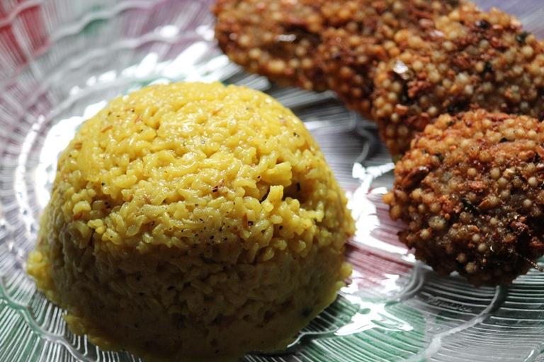 Yellow Pongal Recipe – Manja Pongal Recipe – Manjal Pongal Recipe