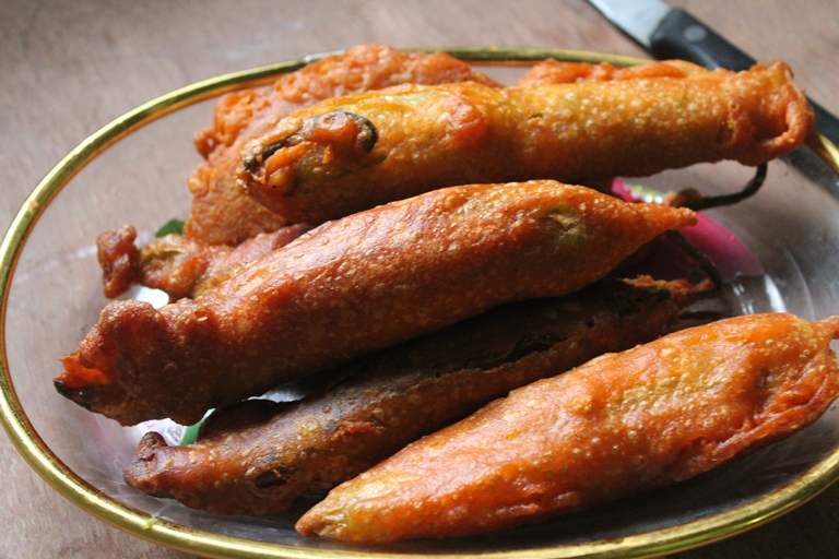 Chilli Bajji Recipe / Milagai Bajji Recipe / Mirchi Bajji Recipe