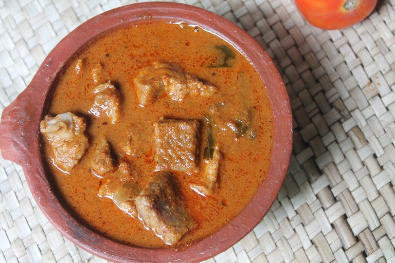 Village Syle Fish Curry Recipe / Gramathu Meen Kuzhambu Recipe