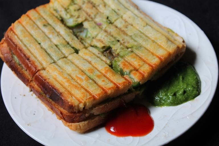 Triple Veg Grilled Sandwich Recipe / Bombay Vegetable Grilled Sandwich Recipe