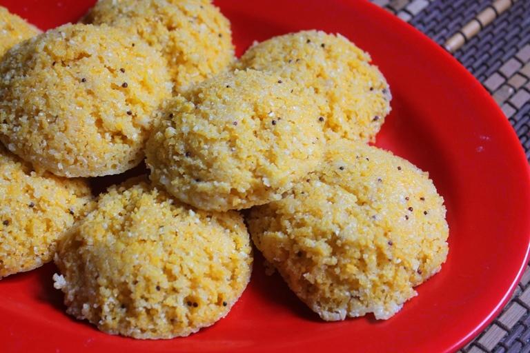 Instant Cornmeal Idli Recipe / Broken Corn Idli Recipe