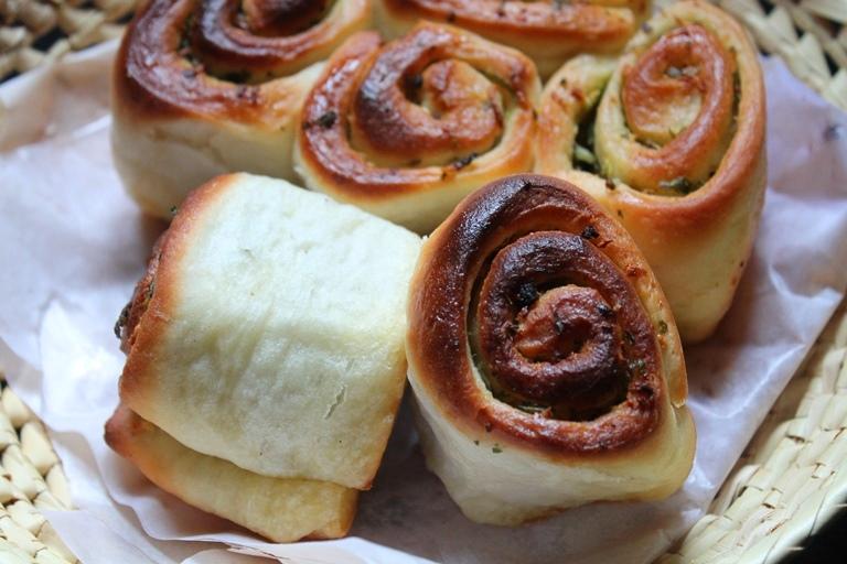 Italian Garlic Rolls Recipe / Garlic Pull Apart Rolls Recipe