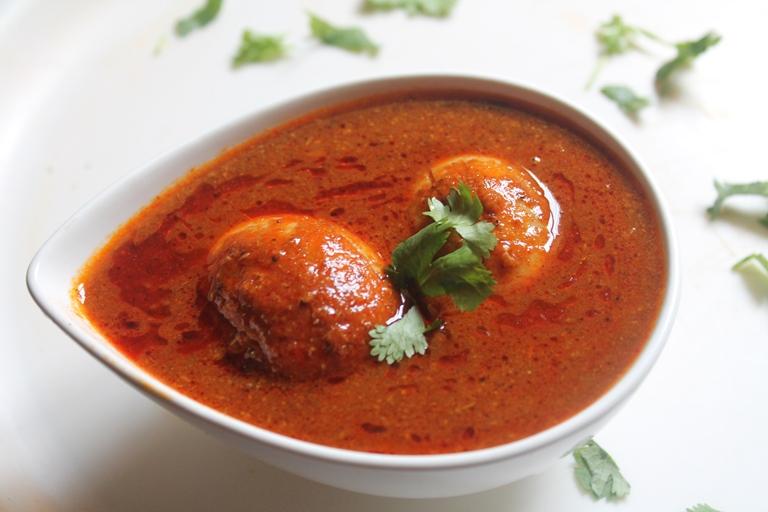 Egg Curry Recipe / Egg Kuzhambu Recipe - Yummy Tummy