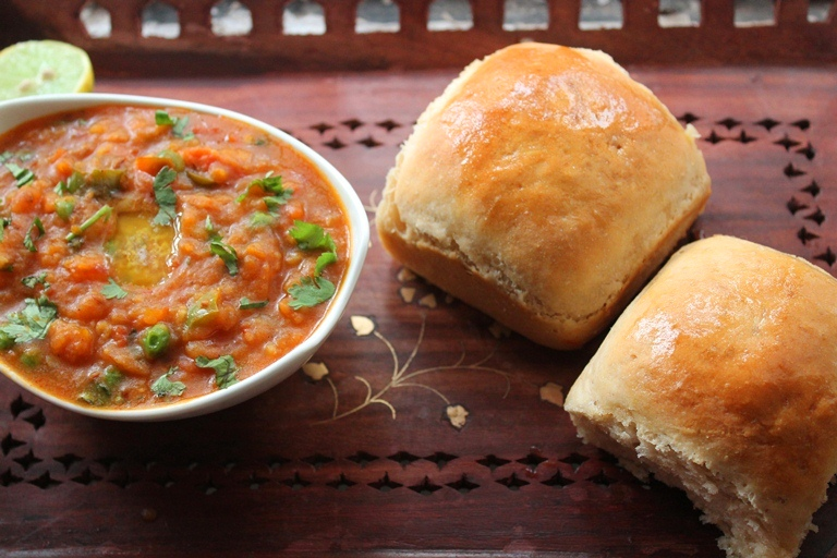 Whole Wheat Pav Buns Recipe / Eggless Ladi Pav Recipe
