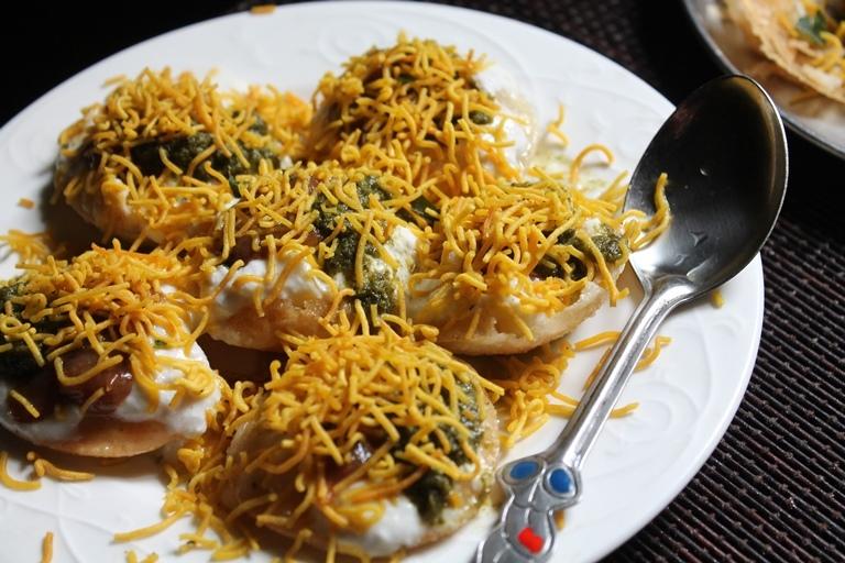Easy Dahi Puri Recipe / Dahi Puri Chaat Recipe / Dahi Sev Puri Recipe