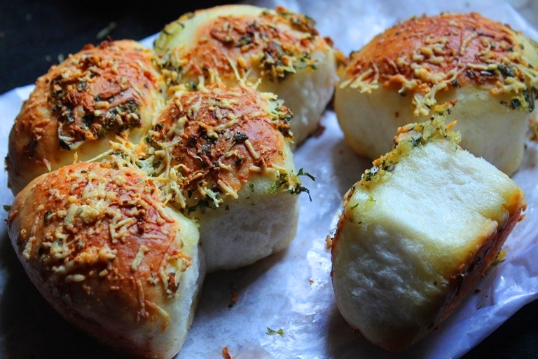 Garlic & Cheese Pull Apart Buns Recipe