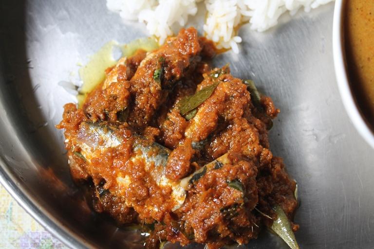 Puliyum Meenum Recipe / Fish Thokku Recipe