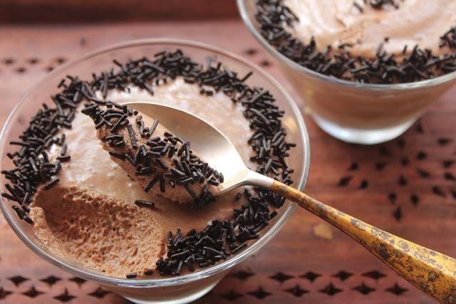 Eggless Dates & Chocolate Mousse Recipe – Sugar Free Chocolate Mousse Recipe