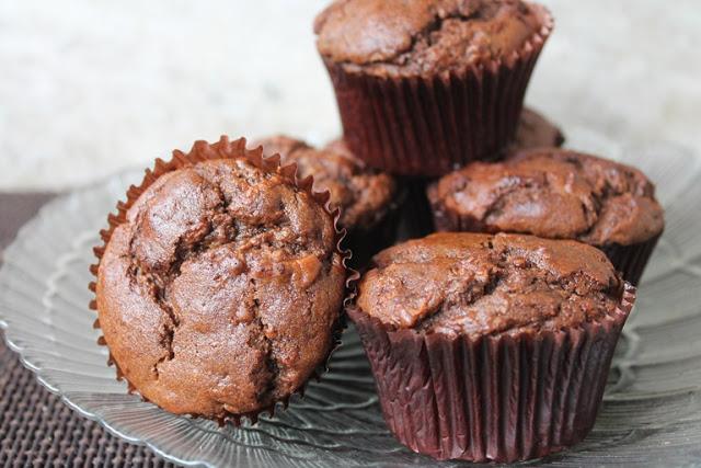 Eggless Whole Wheat Chocolate & Apple Muffins Recipe – Vegan Apple Chocolate Muffins Recipe