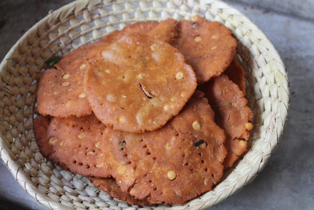 Kara Thattai Recipe / Spicy and Crispy Thattai Recipe – Krishna Jayanthy Recipes