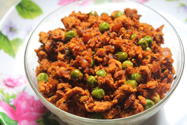 Quick Chicken Keema Matar Recipe – Stir Fried Minced Chicken with Green Peas