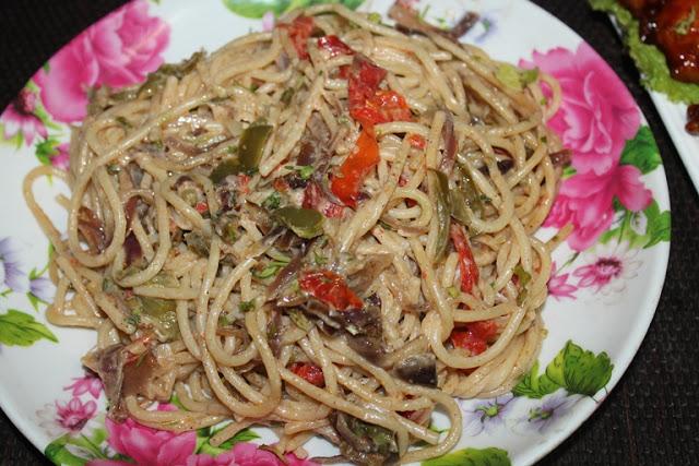 Pasta Peperonata Recipe – Spaghetti with Peppers & Onions