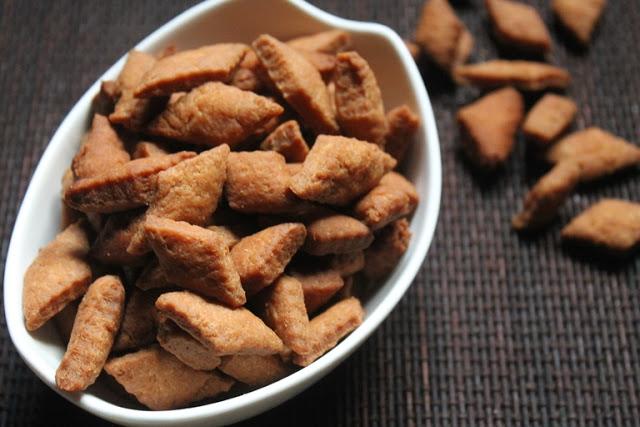 Shakarpara Recipe – Fried Maida Biscuits Recipe