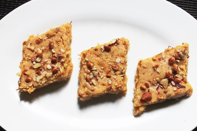 Besan Khoya Burfi Recipe – Mawa Besan Barfi Recipe – Gram Flour Fudge Recipe – Easy Diwali Sweets