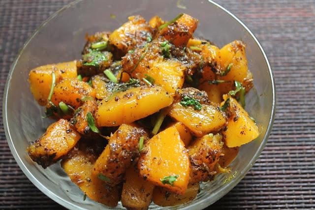 Khatta Meetha Kaddu Recipe – Sweet & Sour Pumpkin Curry Recipe