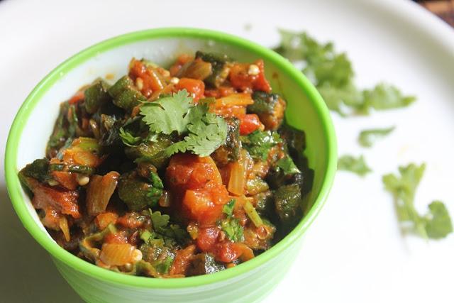 Okra Masala Recipe – Ladies Finger Curry Recipe – Bhindi Masala Recipe – Vendakkai Curry Recipe