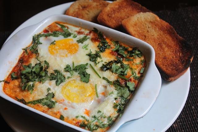 Italian Baked Eggs Recipe – Baked Eggs in Marinara Sauce
