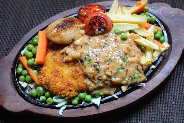 Fried chicken sizzler recipe continental recipes 2 yummy tummy sizzler is one of the most requested recipe in yummy tummy for many yearsever since i started my continental food series i have been eyeing on making forumfinder Images