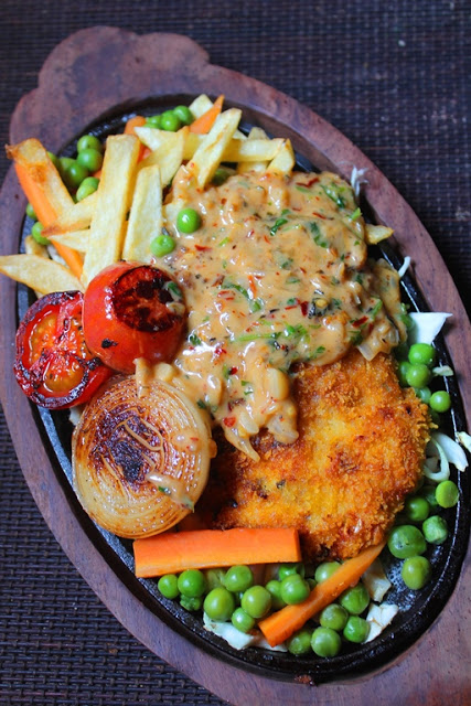 Fried chicken sizzler recipe continental recipes 2 yummy tummy i bought this sizzler plate couple years before during my trip to chennai and ever since i wanted to use this but somehow i didnt get a chance to try it forumfinder Choice Image