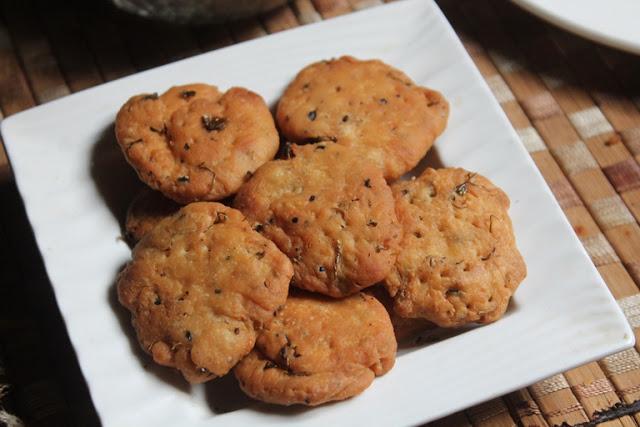 Methi Mathri Recipe – Crispy Methi Ki Mathri Recipe