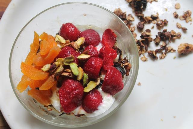 Granola & Yogurt Breakfast Fruit Bowl