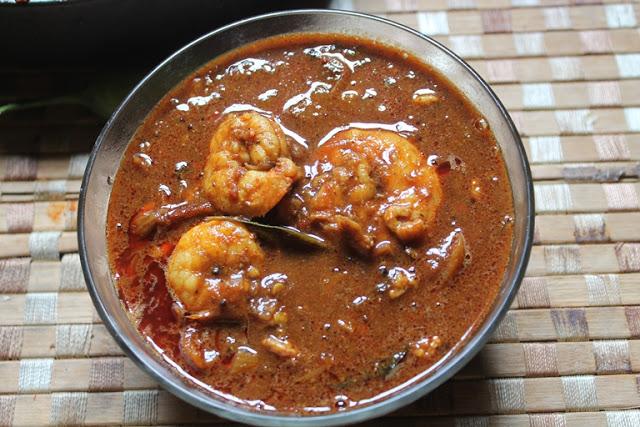 Chettinad Eral Kuzhambu Recipe / Chettinad Prawn Curry Recipe