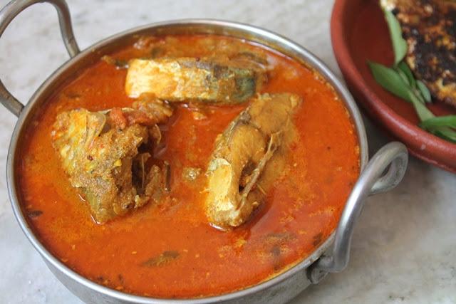 Manchatti Meen Kuzhambu Recipe – Coconut Fish Curry Recipe