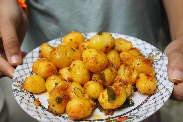 Baby Potato Poriyal Recipe – Baby Potato Roast Recipe