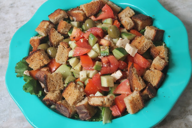 Crunchy Feta Salad Recipe – Feta Salad with Crispy Croutons