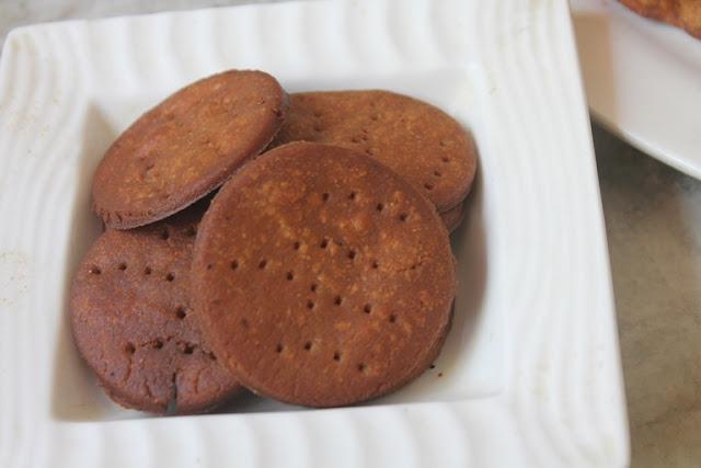 Sweet Mathri Recipe – Meethi Mathari Recipe – Sweet Crackers Recipe