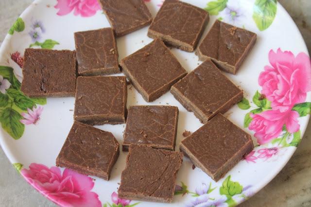 Chocolate Burfi Recipe – Chocolate Maida Burfi Recipe