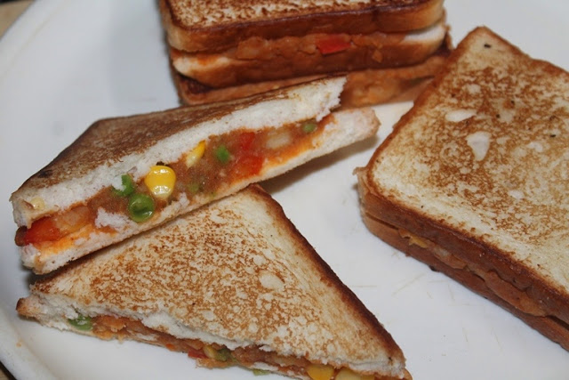 Potato, Peas & Corn Sandwich Recipe
