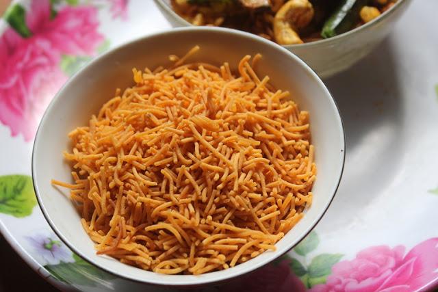 Kara Omapodi Recipe – Spicy Sev Recipe