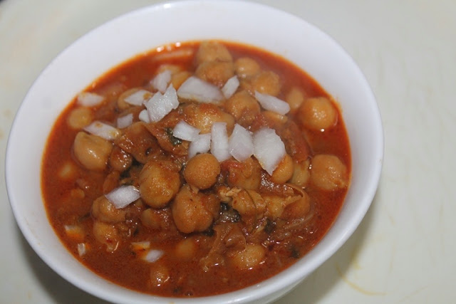 Basic Chana Masala Recipe – Chickpeas Masala Recipe