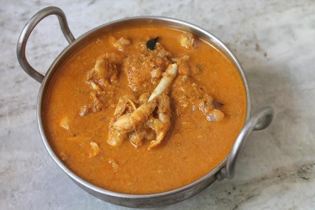 Nattu Kozhi Kuzhambu Recipe – Chinna Ulli Chicken Curry Recipe