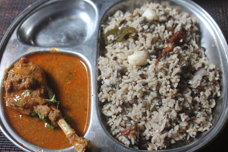 Ulundu Choru Recipe – Ulundhu Saadam Recipe – Urad Dal Rice in Pressure Cooker