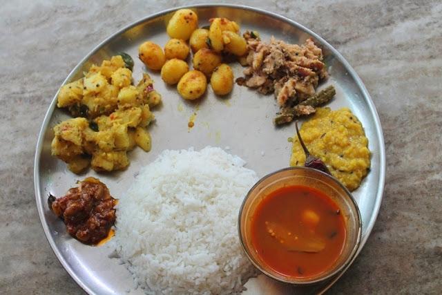 Lunch Menu 16 – Puli Kuzhambu, Dal, Dumstick Avial, Baby Potato Poriyal, Tapioca Kootu