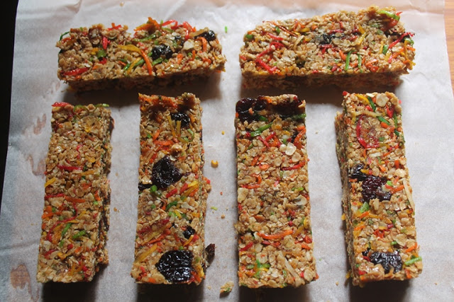 No Bake Coconut & Cranberry Granola Bars Recipe