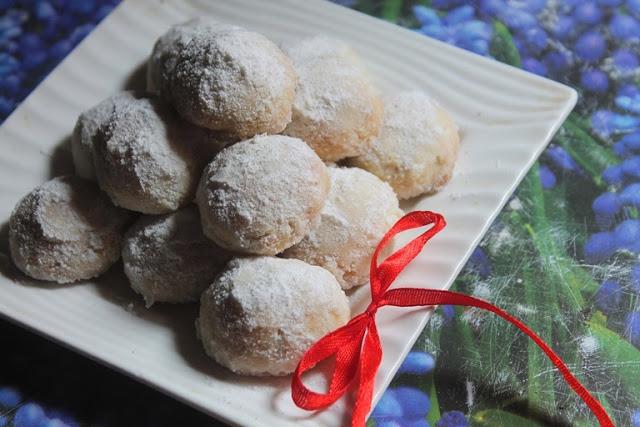 Russian Tea Cakes Recipe – Russian Tea Cookies Recipe – Eggless Cookies Recipe