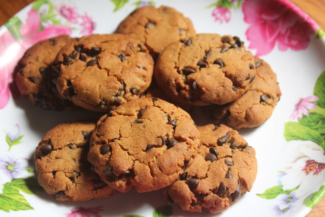 Low Fat Chocolate Chip Cookies Recipe – Eggless Healthy Chocolate Chip Cookies Recipe