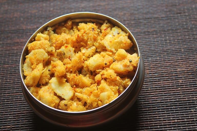 Raw Banana Thoran Recipe – Spicy Vazhakkai Thoran Recipe