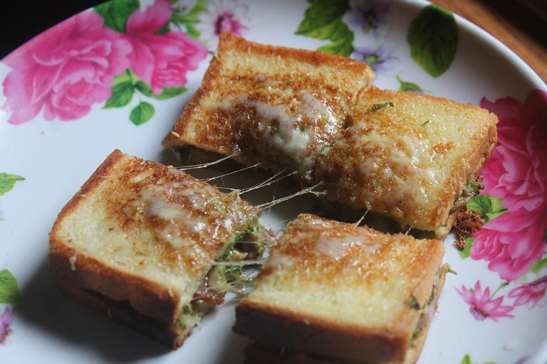Veg & Cheese Chutney Sandwich Recipe