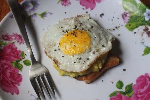 Breakfast Avocado & Eggs on Toast – Avocado Toast Recipe