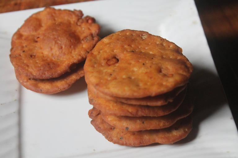 Maida Thattai Recipe – Maida Kara Thattai Recipe