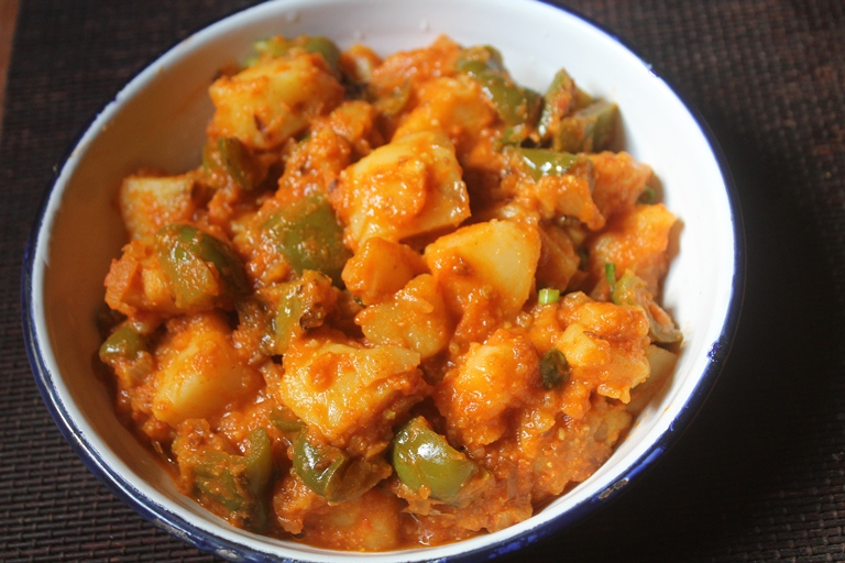 Capsicum Potato Curry Recipe – Aloo Capsicum Recipe