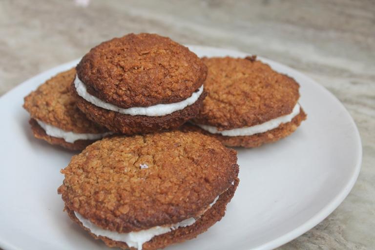 Homemade Oatmeal Cream Pies Recipe – Oatmeal Whoopie Pies Recipe