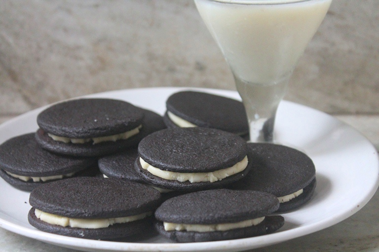 Homemade Oreo Cookies Recipe – Eggless Oreo Cookies Recipe