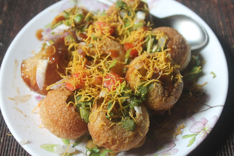 Ragda Puri Chaat Recipe – Ragda Puri Recipe – Easy Chaat Recipes